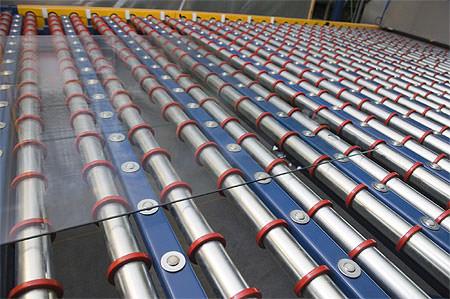 Flat glass on conveyor belt